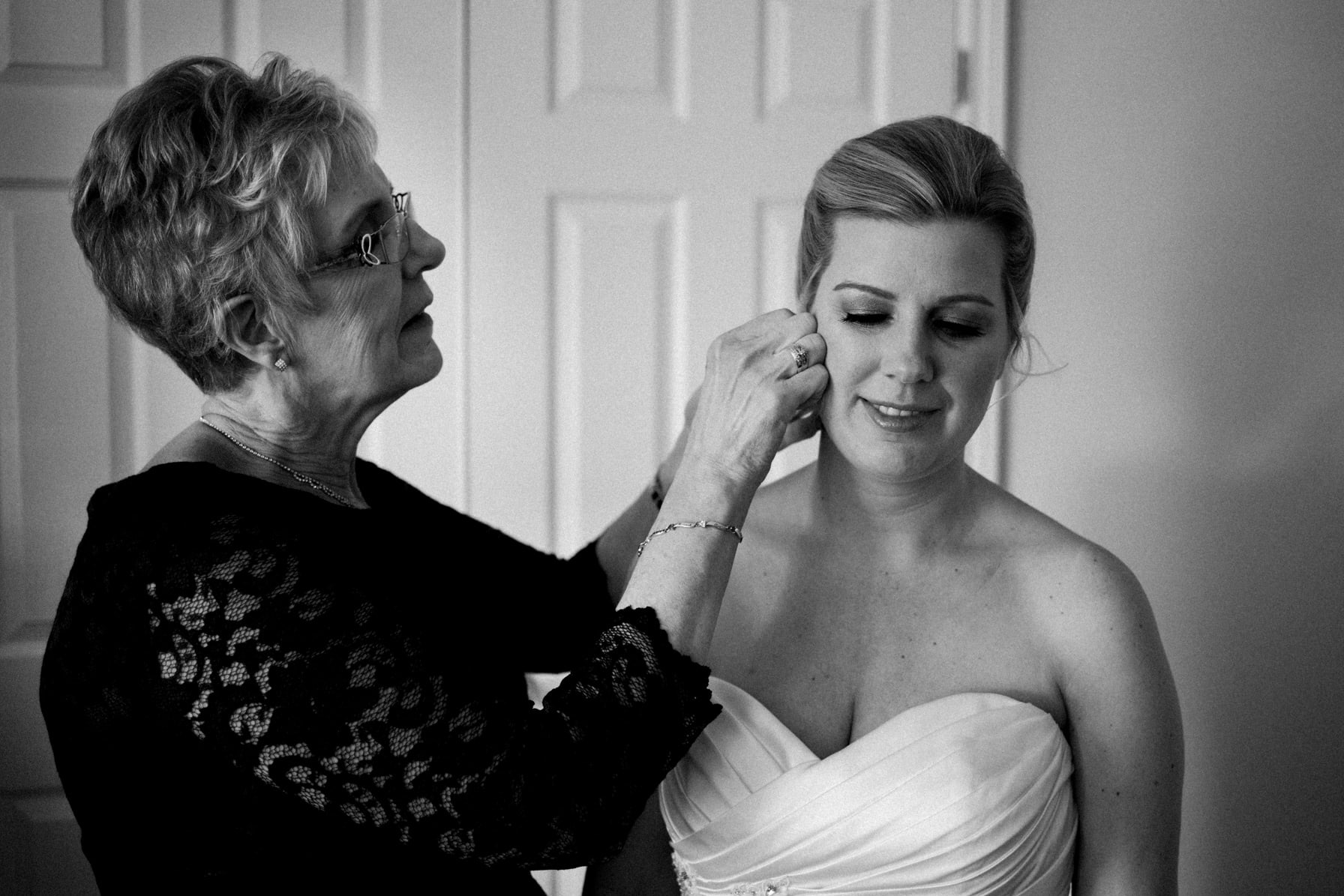 Lago Bar and Grill Wedding - Bride's stepmom helps with earring